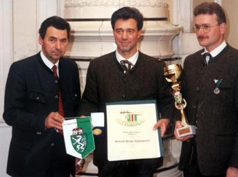 Steirischer Panther und Robert Stolz Ehrenpreis  1996 v.l.n.r. Bgm. Harb, Obmann Soucek, Kapellmeister Eibisberger